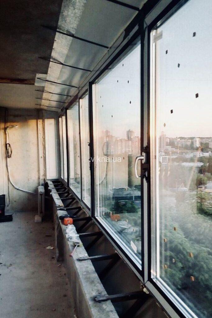 черные окна rehau