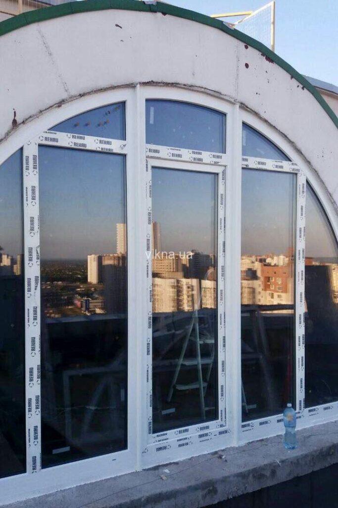 окна rehau арка