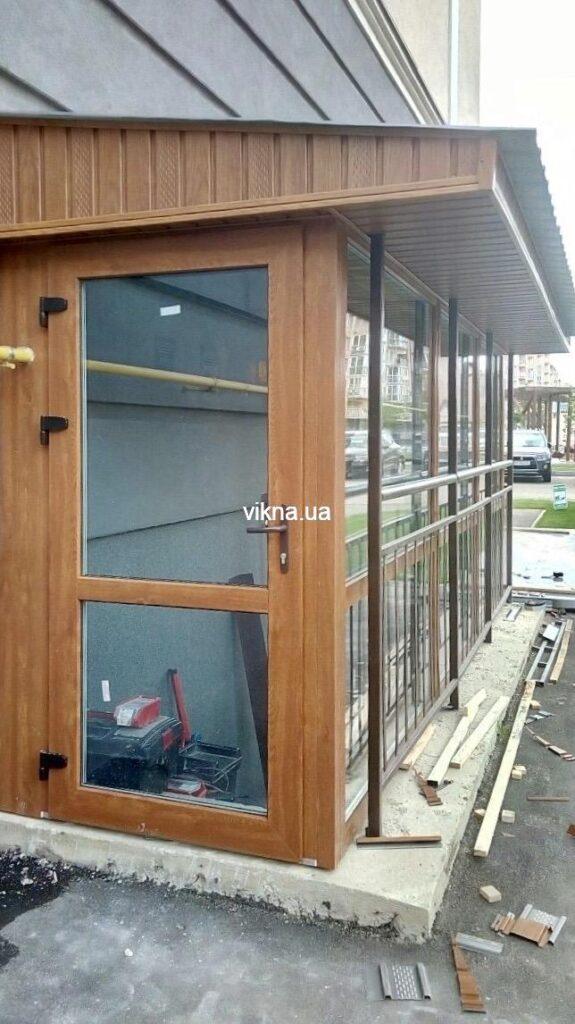 тамбур пристройка ка магазину из металлопластиковых окон